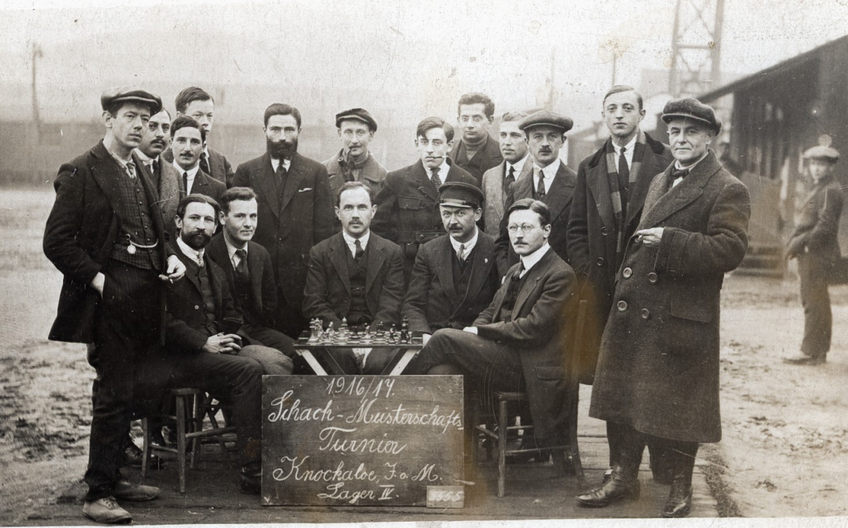 Knockaloe chess tournament, showing Heinrich Fraenkel in the centre smoking ©Anne Fraenkel/German Bundesarchiv.